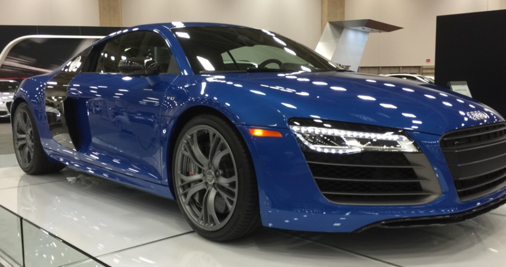 OK, this Audi R8 V10 plus is blue, but it's an awesome blue.
