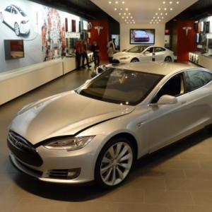 Photo: greencarreports.com Car shopping at the mall?