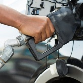 Average mpg of new vehicles driven to lowest level in two years