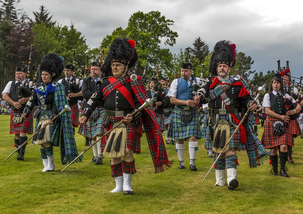 group-of-people-in-kilts