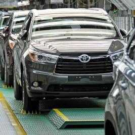 Toyota Highlander assembly line